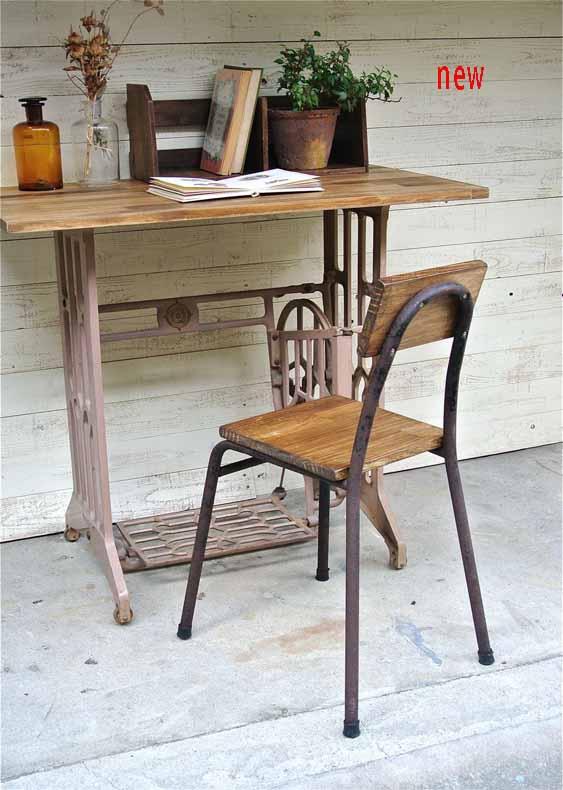 アイアン脚×木味のチェア。テーブル椅子やリビング、玄関先、庭先のディスプレイにもオススメです。