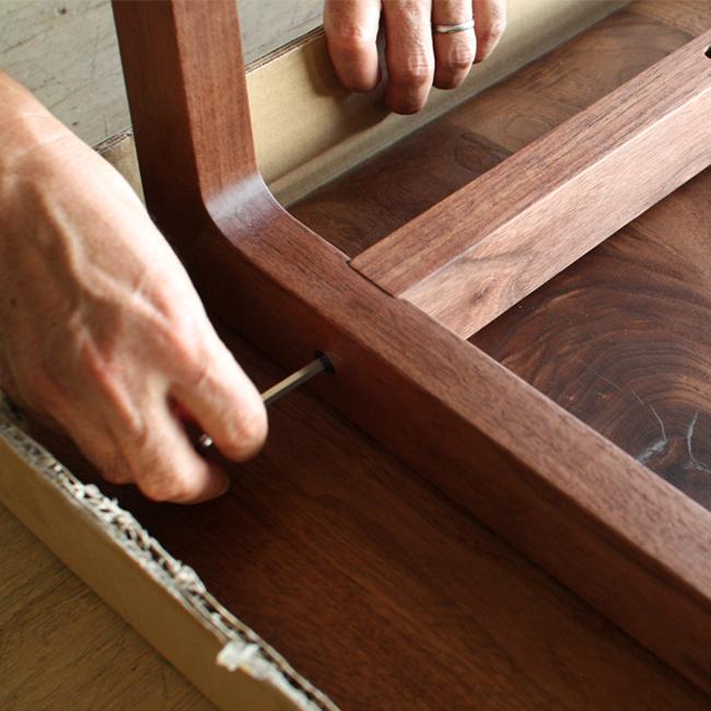 自分で「組む」本格的木製テーブル