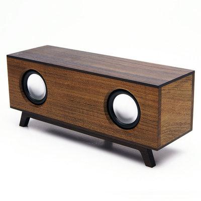 デザイン性に優れ、スタイリッシュだけどどこか可愛くなつかしさもある木製のプロダクト「magno」