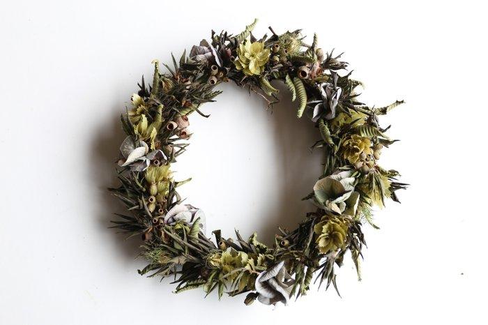 ユーカリの爽やかな香りやアジサイの淡い緑が夏にピッタリの「夏リース」を飾ってみませんか?