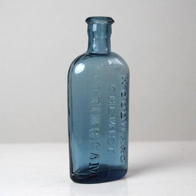ガラスならではの儚さと美しさを持ったヨーロッパのアンティークガラスボトル