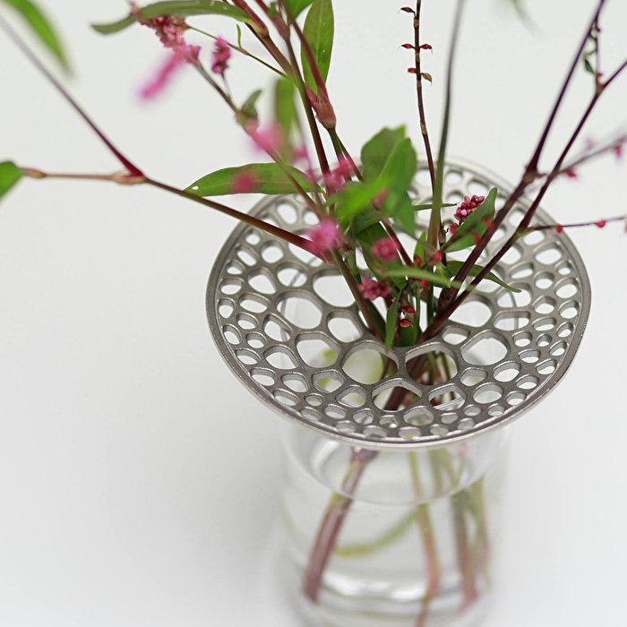 お花を飾る新しい形。どんな花器にも合う、あやめの茎