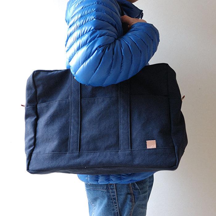 内ポケットにノートパソコン、タブレットも収納できる大きめボストンバッグ