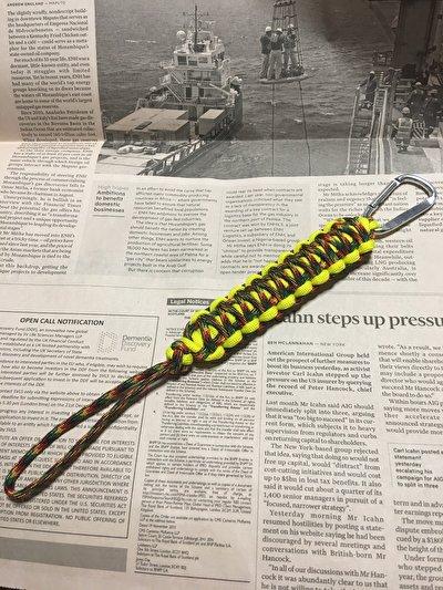 パラコードで作った、丈夫で永く使えてほどけばロープになるキーホルダー、二重平結びVer