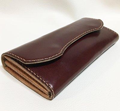 深みのある色と艶 本革製の長財布