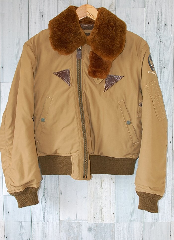 トレンドを取り入れたスタイルにしたいなら!今、流行りのフライトジャケットがおすすめ