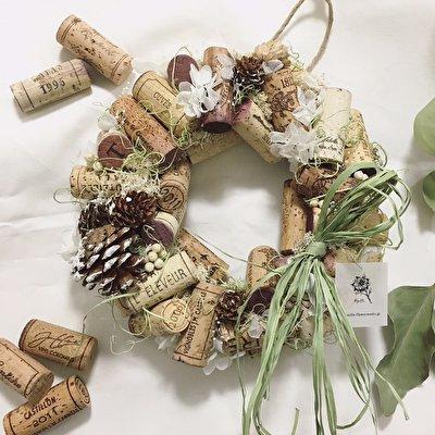 ワインラバーさんへの贈り物に…『ワインコルクのフラワーリース』