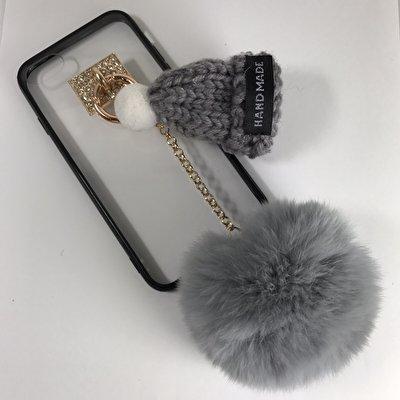 かわいいニット帽をiPhoneケースにつけてみました♪