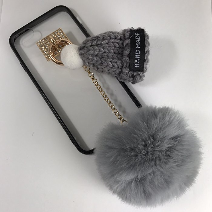 あなたのiPhoneをオシャレに!ニット帽がついた、可愛らしいiPhoneケース