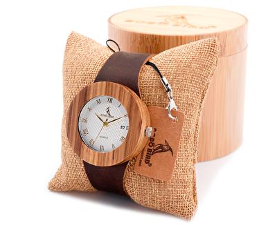 木製の時計で同じような物は1つとしてありません