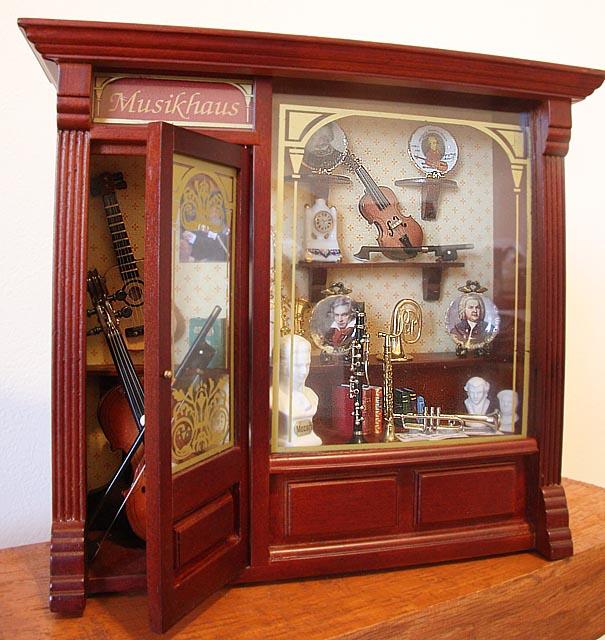 芸が細かすぎる!!かわいいミニチュアの楽器屋さん♪