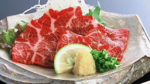 [馬刺しあるある]熊本ではお正月に馬刺しを食べる風習があるので年末は争奪戦。