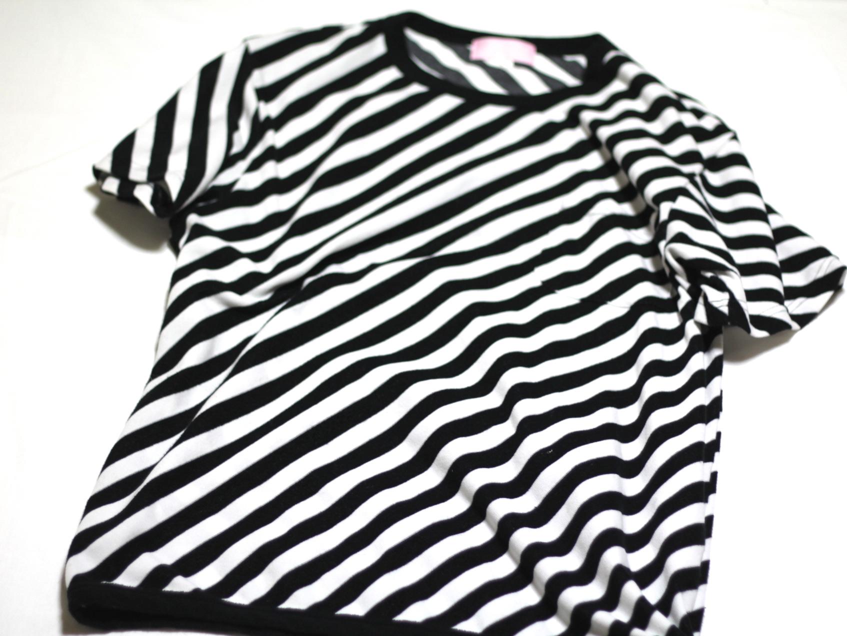 パイル生地のTシャツ。