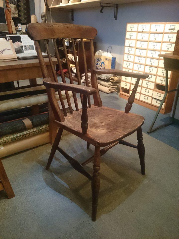 アンティークの椅子の紹介です。
