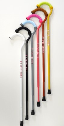 「俺はまだそんなに老いぼれてないよ!」と杖には見向きもしないお父さんでも使いたくなる杖、あります。