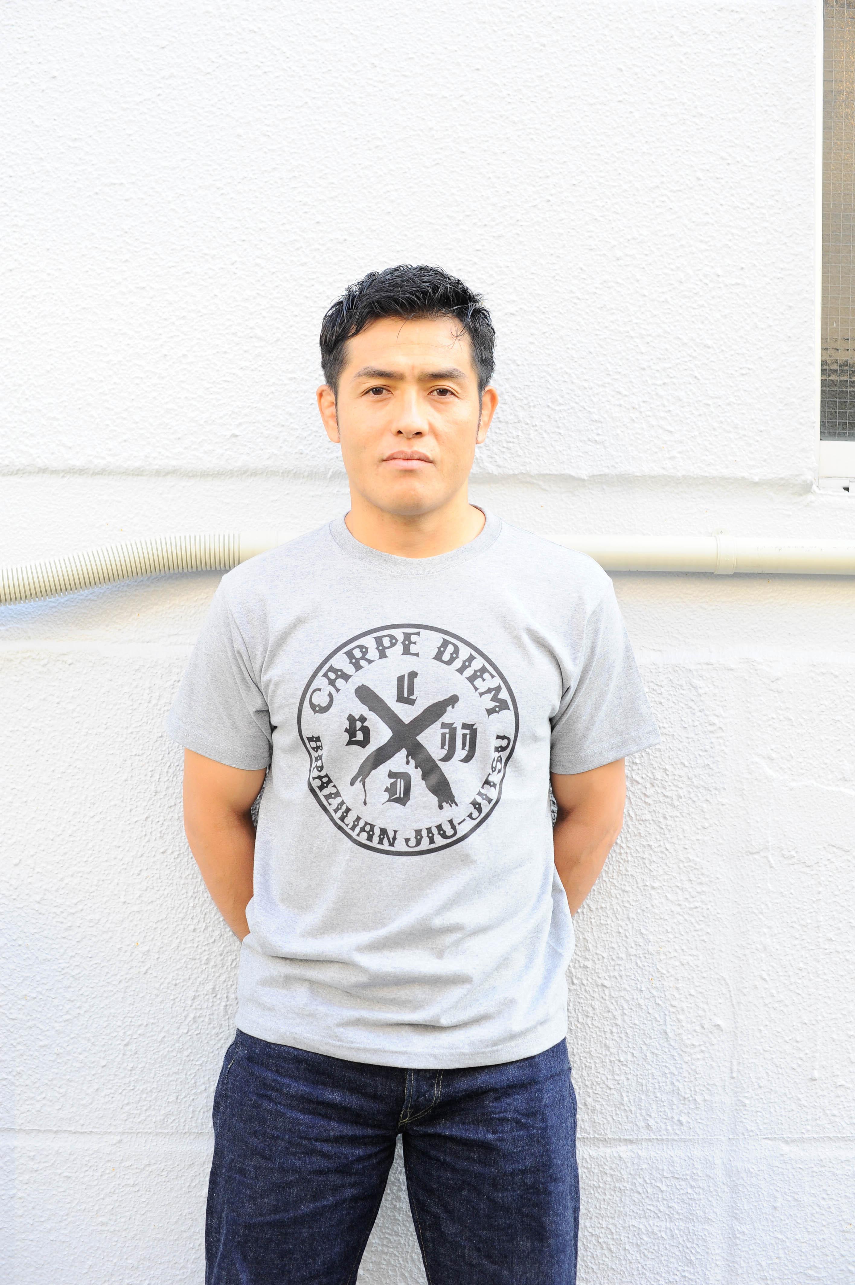 CARPE DIEM LOGO Tシャツの新色(グレー)