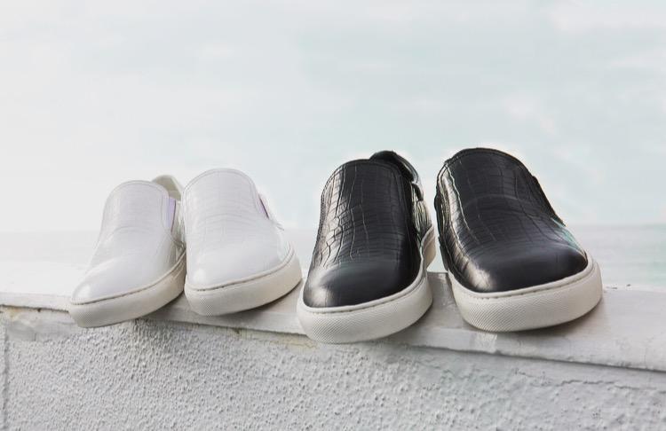 春だから履きたい。モノトーンなきれいめスニーカーでシンプルな大人コーデ