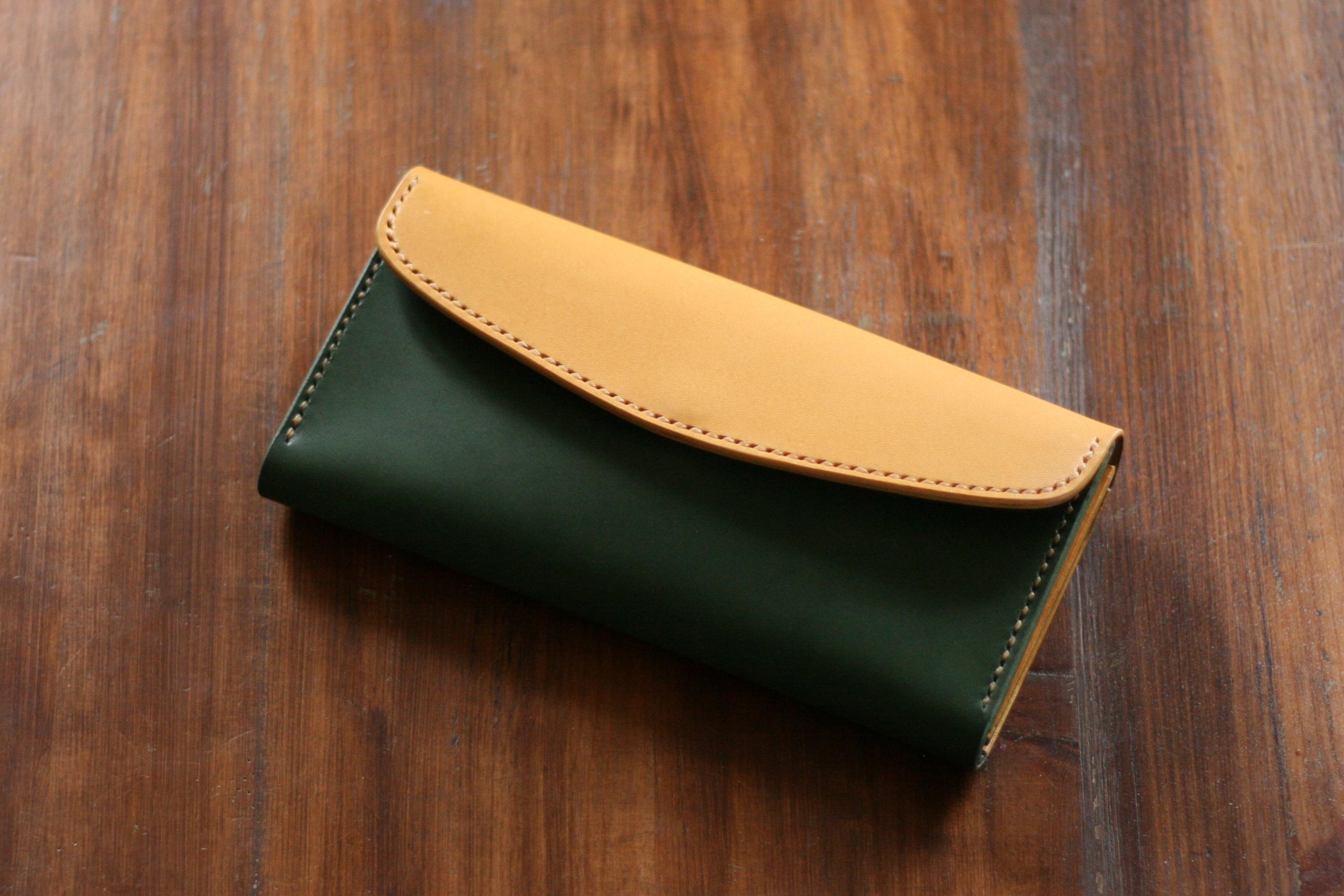 最近はグリーンの色が人気です~フタ付きロングウォレットをカスタム!!