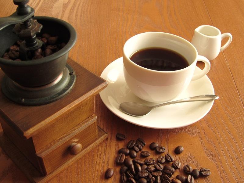 コーヒーは豆で買って、自分でミルで挽くべし!挽くべし!