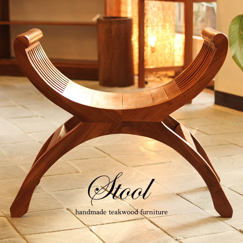 リゾートホテルにあるような高級感漂う椅子。