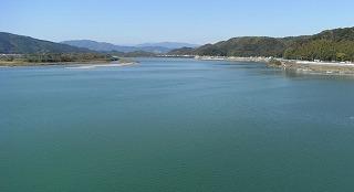 日本一美しい仁淀川。その恩恵を受けて漉かれる土佐和紙の里から
