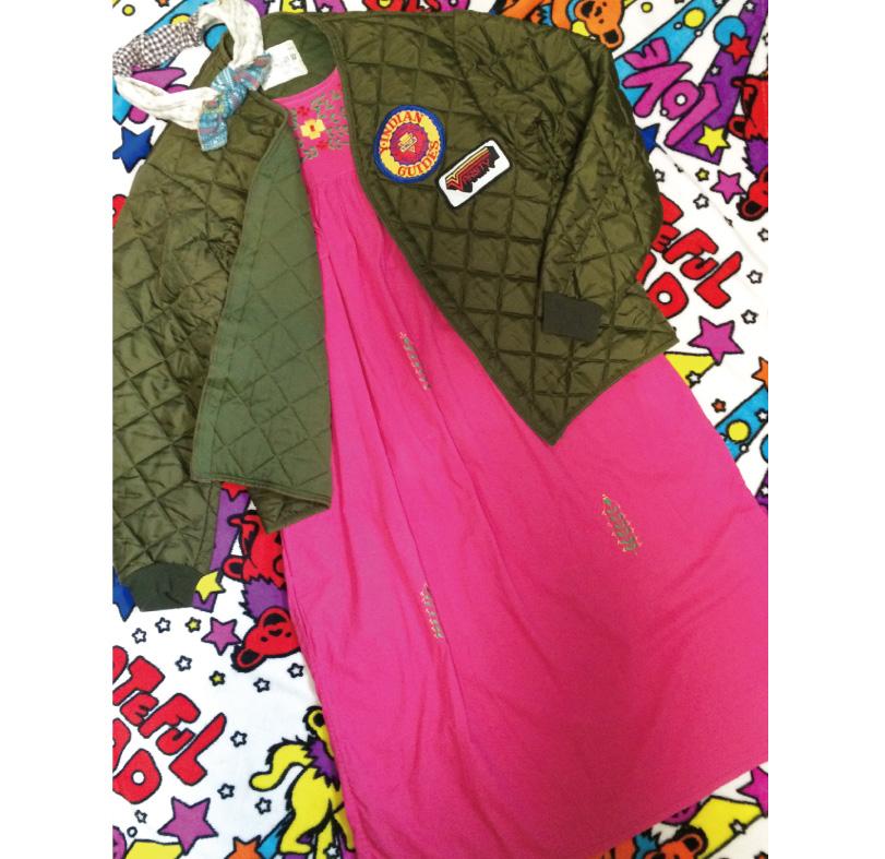 鮮やかなピンクが可愛らしいメキシコ刺繍ワンピの着こなし♪