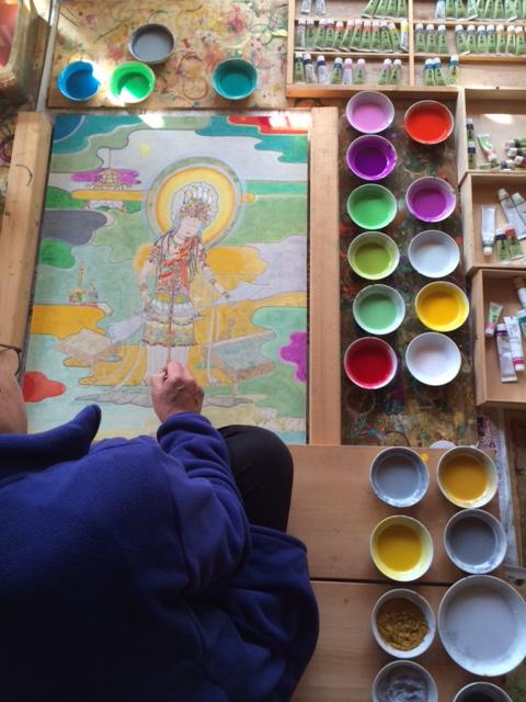 ユネスコ無形文化遺産の細川和紙に描く観音菩薩の作画風景です