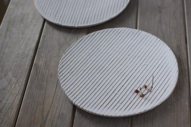 白い陶板のお皿