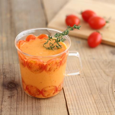 タイムの香りでリラックス。濃厚真っ赤なトマトのホットスムージー