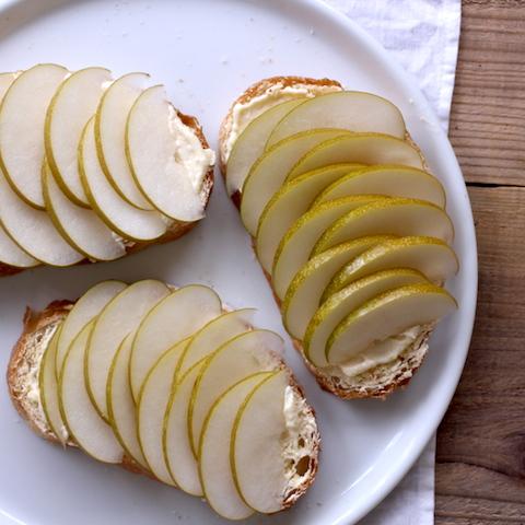 のせて焼くだけ「ジューシー梨とシナモンのトースト」