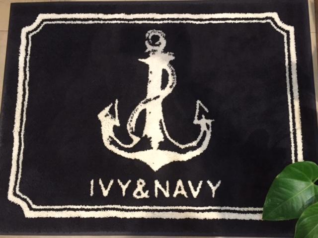 """日々の暮らしを助ける""""素晴らしい""""服達をお伝えし、ご提案するSHOP、""""IVY&NAVY""""です。"""