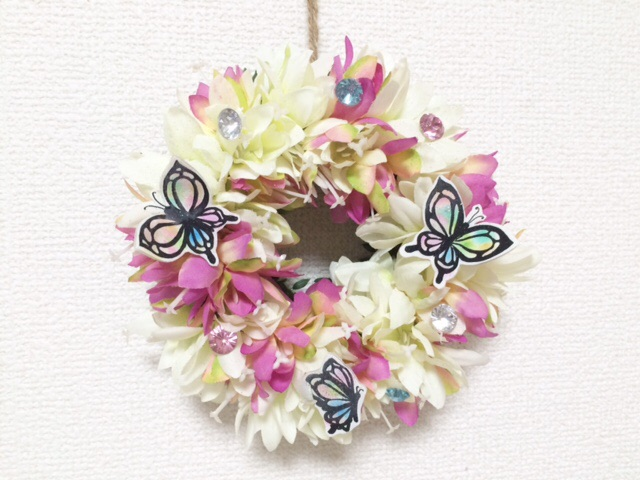 お花と蝶々のリース。パステルカラーお部屋を華やかに♪