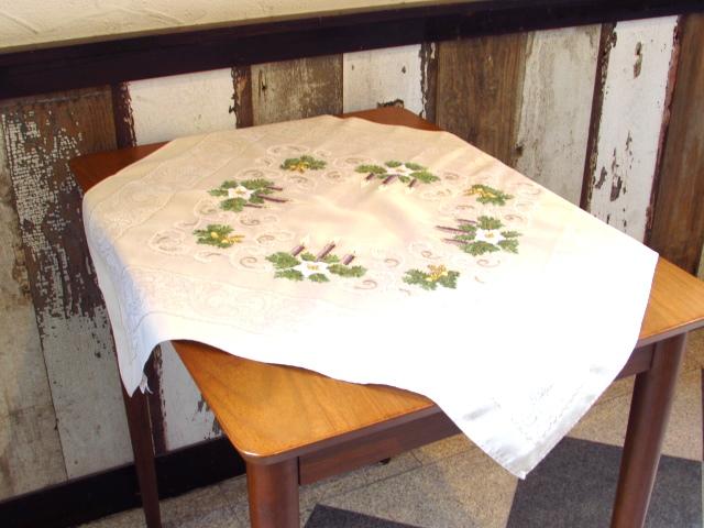 テーブルクロスを2枚アップいたしました♪(クリスマスとクロスステッチ刺繍)
