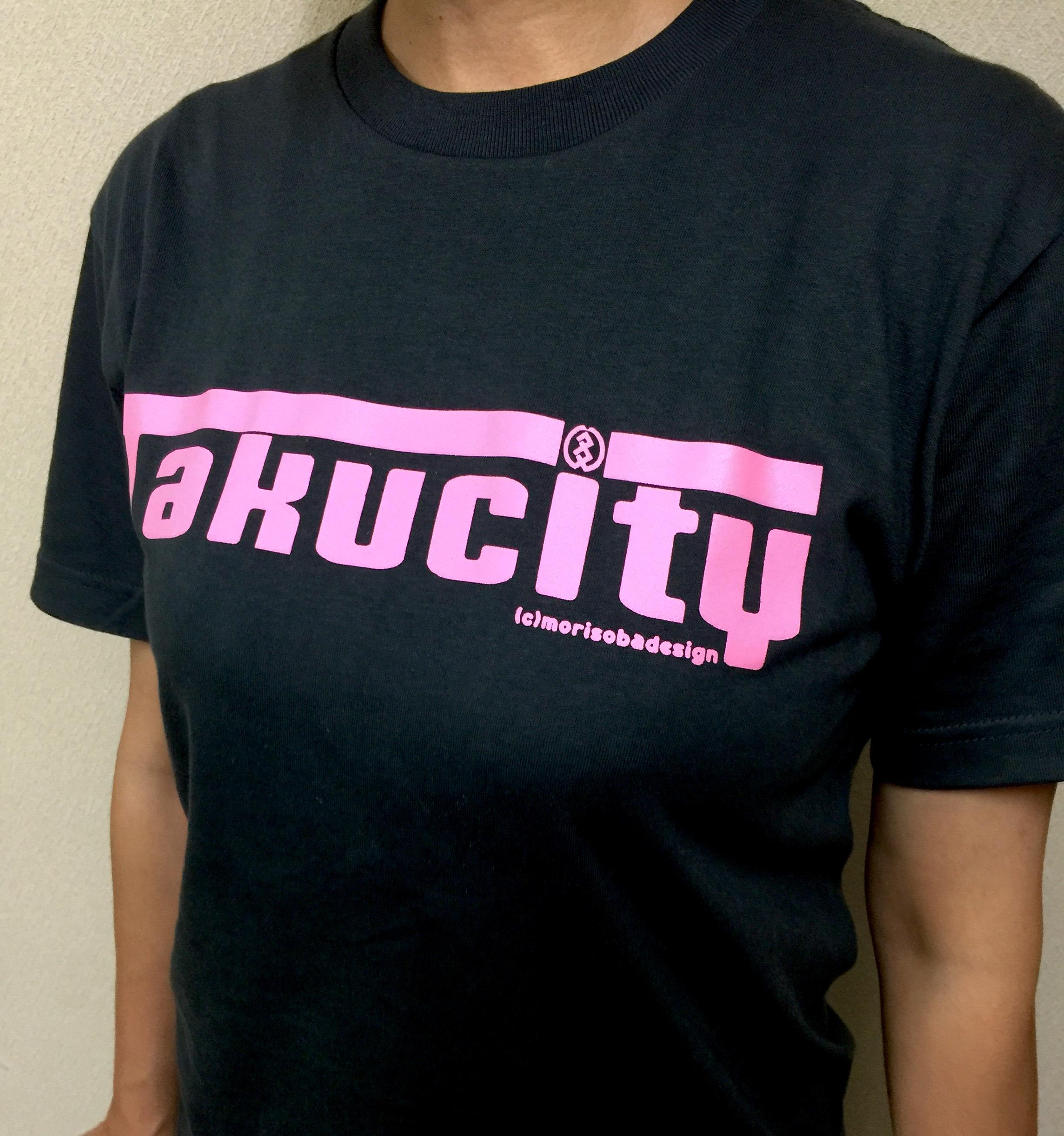 『Takucity』Tシャツのネイビー×ピンクの色合いもいい感じです♪
