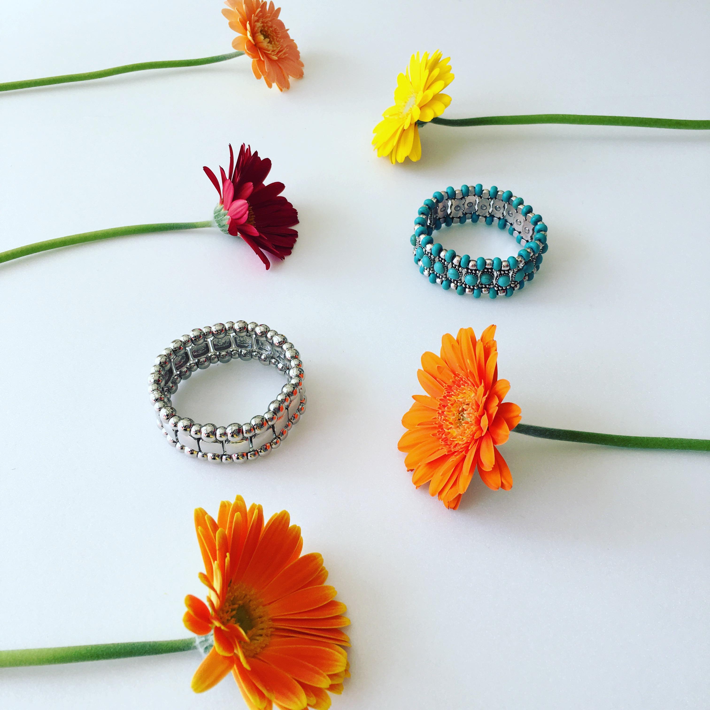 春は花の色が目に鮮やかに写りますね!ターコイズカラーのブレスレット可愛いです(*^^*)