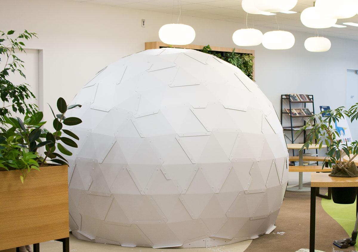 段ボールでできたドーム型スクリーンの販売をスタート!