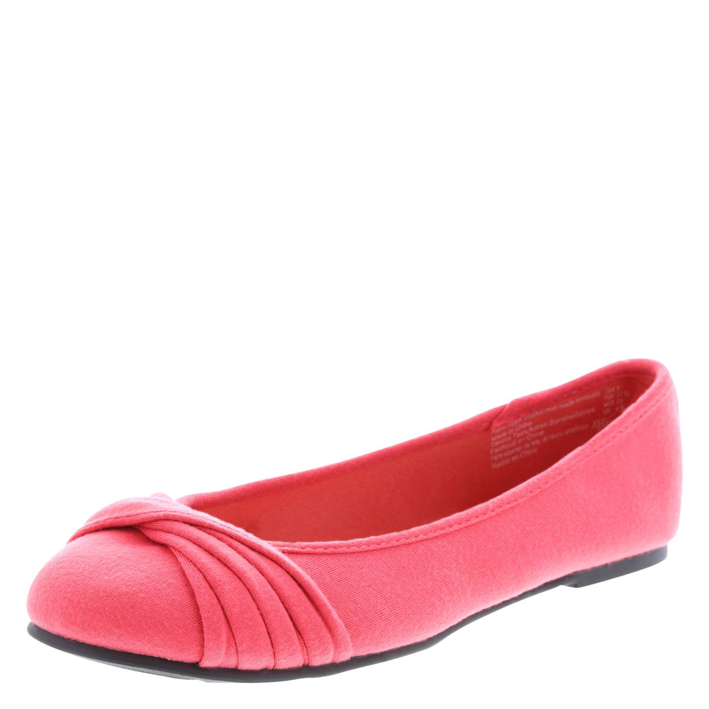 春色のフラットシューズ。大きいサイズの靴