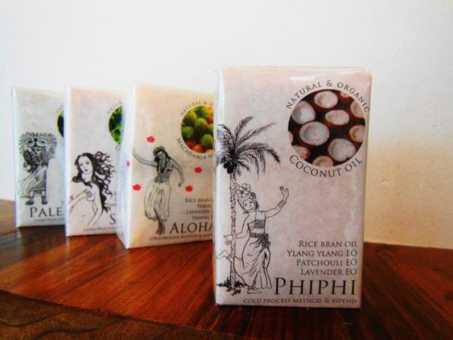 ココナッツオイル配合のオーガニック石けん、Phiphi再入荷しました。