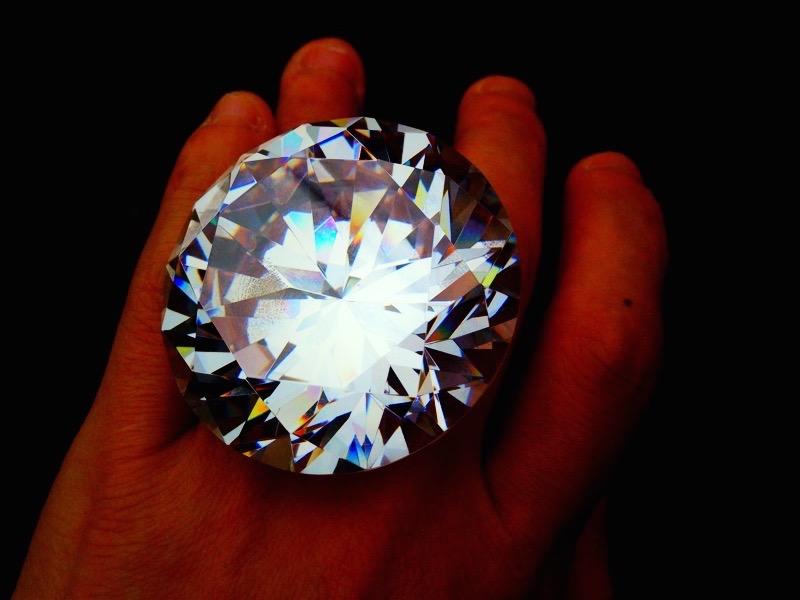 800㌌の宝石