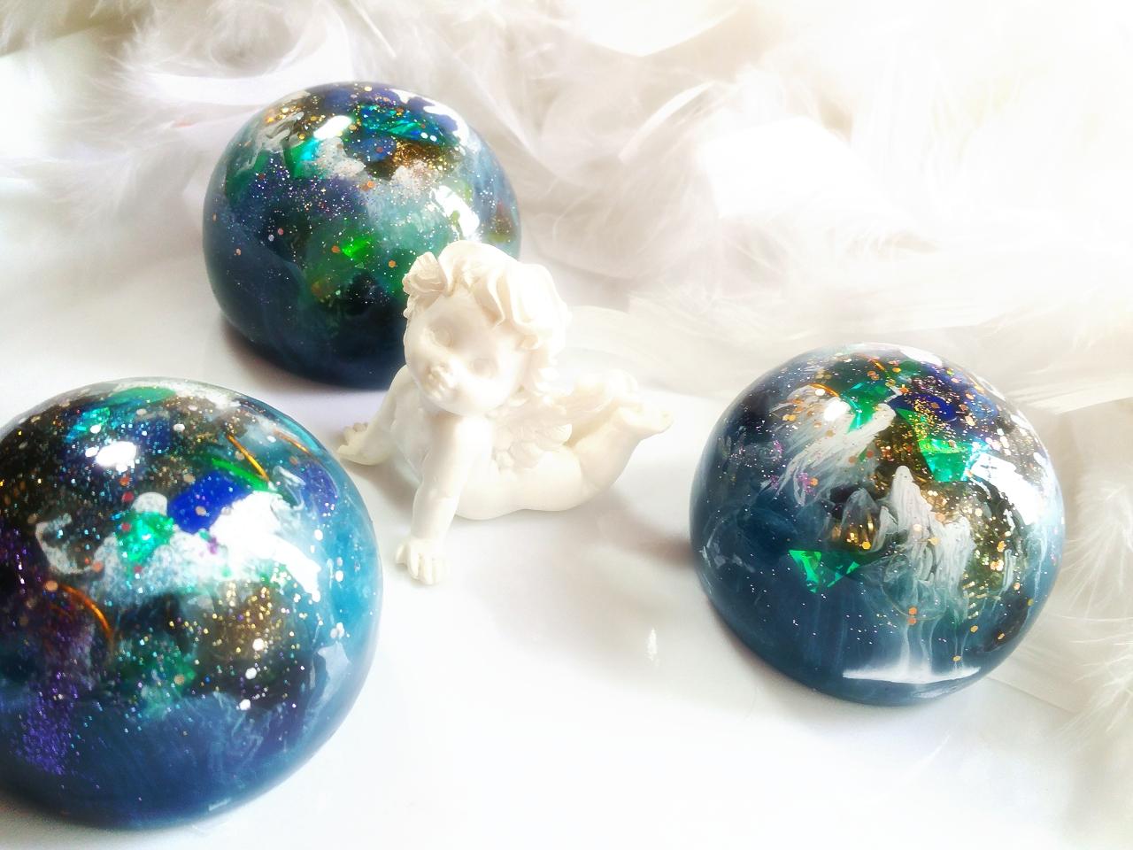 瑠璃色の愛の地球♪ 3個限定アップしました。