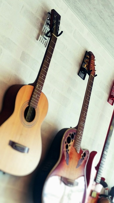 ホチキスで施工!壁掛けギターハンガー 「壁美人」GUITAR HERO(ギターヒーロー) 耐荷重8㎏