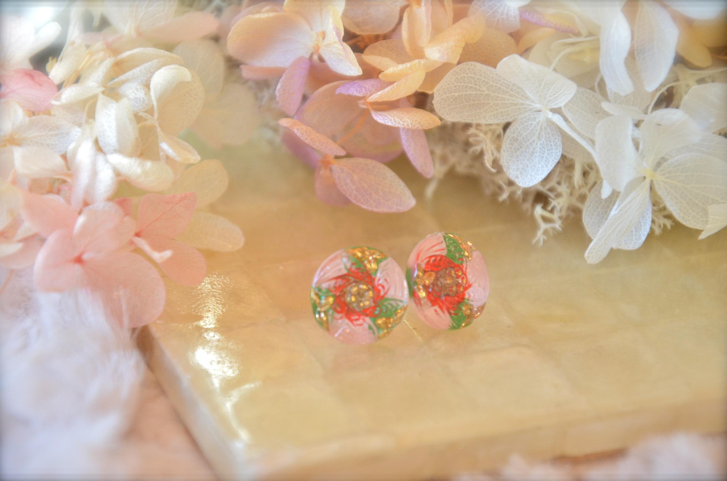 チェコ ガラスボタン 春色【桃の花】ピアス