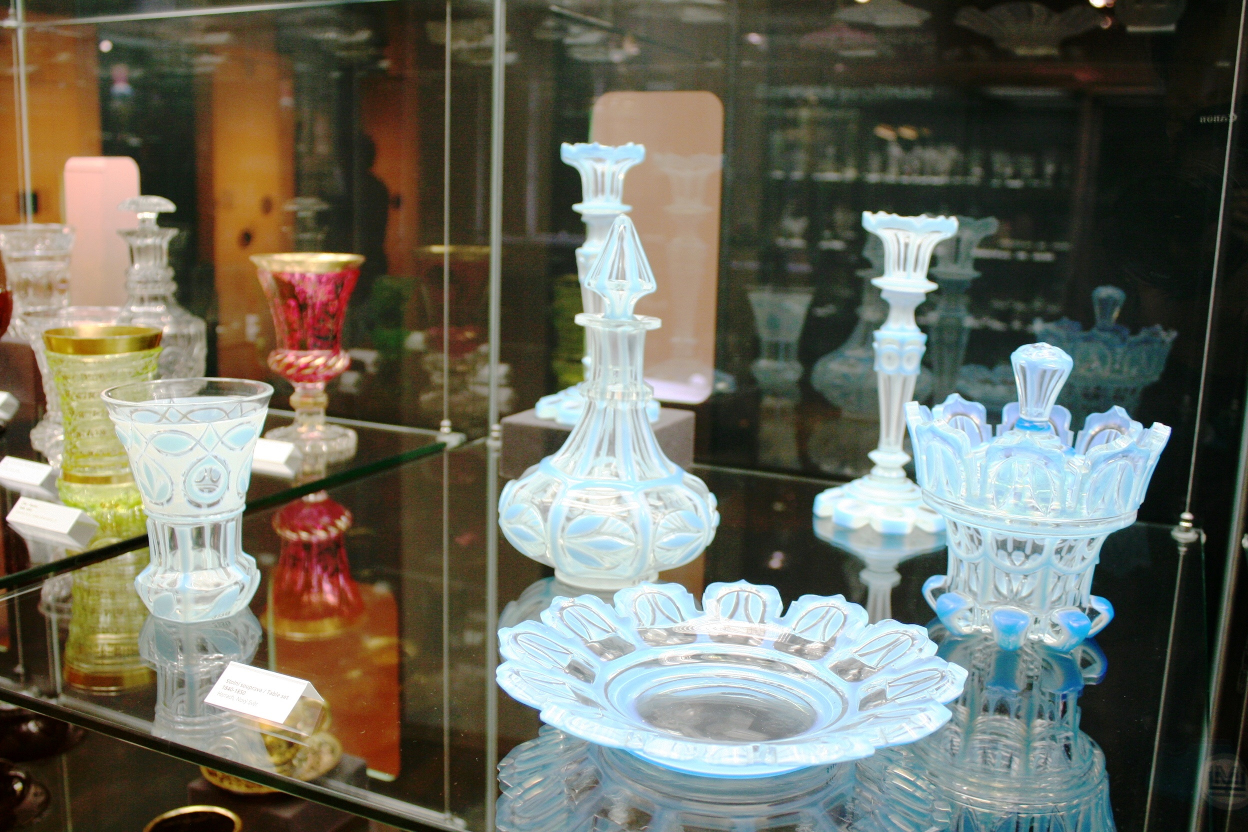 チェコガラスのおはなし***グラデーションカラー製造の歴史***