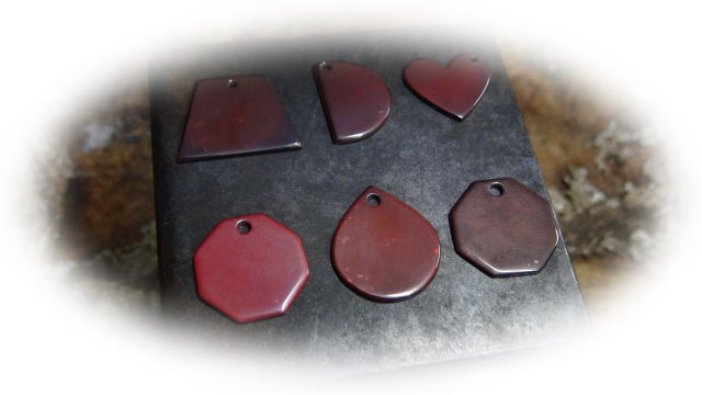 初めまして。『飾り屋くりむそん』では銅をテーマに日本伝統技法の緋銅を使った作品を出品しています。