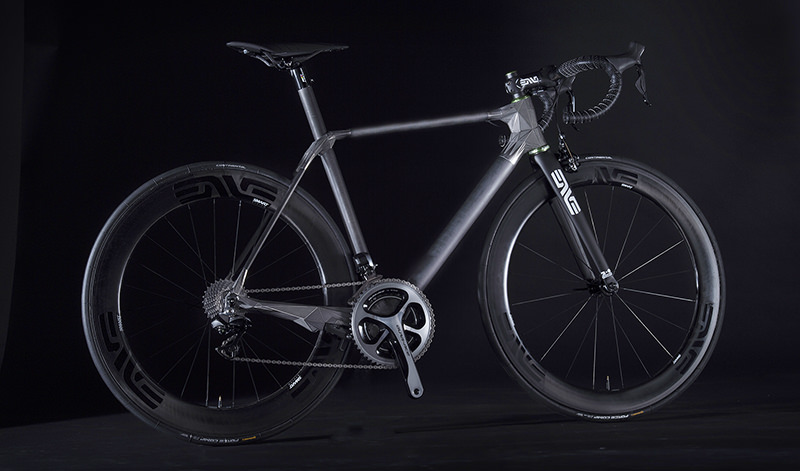 DMM.make AKIBA産まれの3Dプリントバイクフレームを研磨