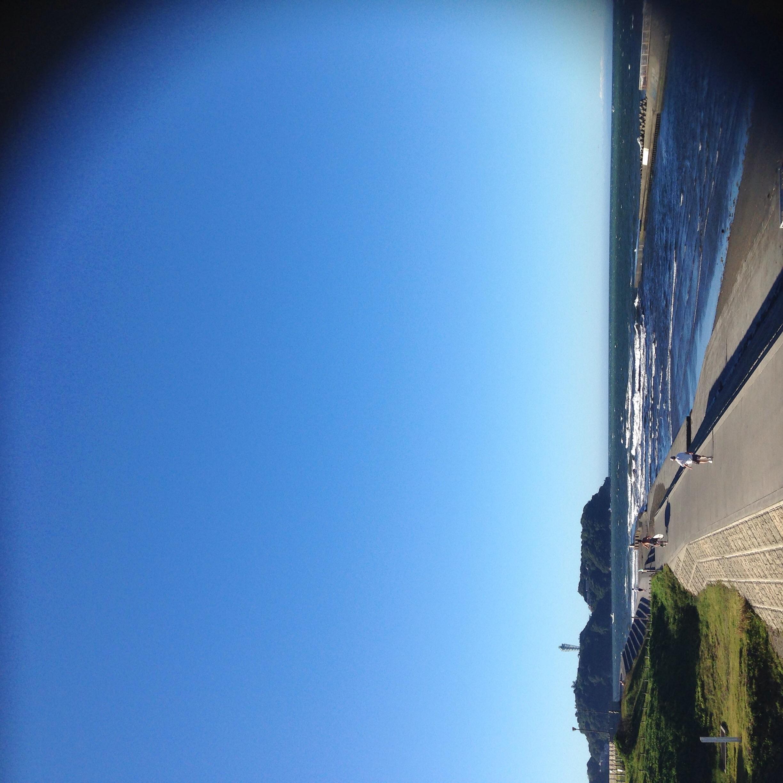 朝さんぽ♪今日の海の色は3層のブルーで綺麗だったよ!!